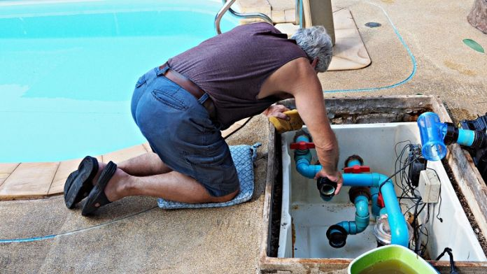 Reasons-to-Hire-Pool-Cleaning-Services-2