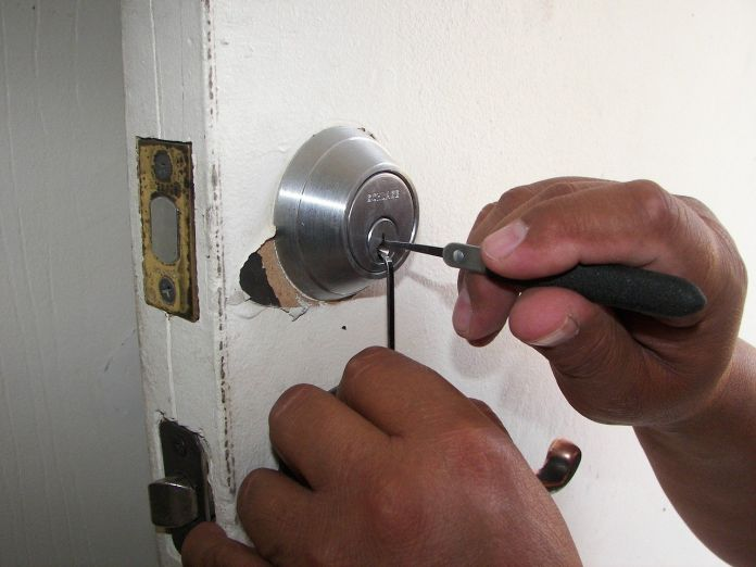 when-and-why-you-should-hire-a-locksmith-in-chicago-featured-image